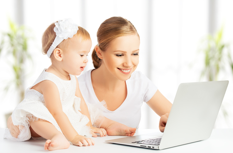 dreamstime_xs_35663389 mom baby computer